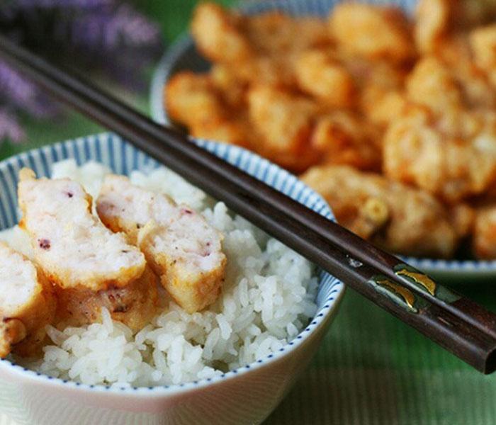 Chả mực tôm ăn cùng cơm nóng là ngon nhất
